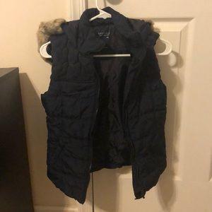 Short sleeve vest.